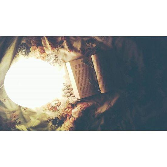 Mal wieder Nichpennenkönnen . Wasgutesfürdieseele Dermedicus Book 📖 Bücherliebe manchmal besser als der Scheiss  der im Fersehen kommt Lightinthedark 💡 Littlebitromance Vintage heut mal keine Musik Bedtimestories Instamoment Instabook Instastory POTD Photooftheday Gutenachtweltichbinraus 🌜
