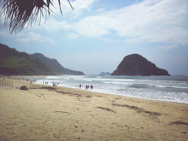 """"""" aahhhirnya ke Pulau Merah :) Red Island Sunday Walk Being A Beach Bum"""