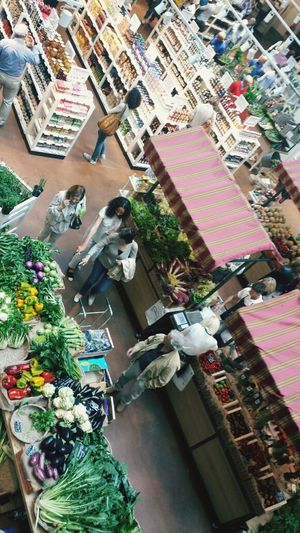 Eataly, Milano. yummy yummy! perfect place for shopping Italian food. Urban Lifestyle Colors Italian Food Traveling Urban Photography Qualquer Lugar GREEN LIFE Telling Stories Differently Envision The Future