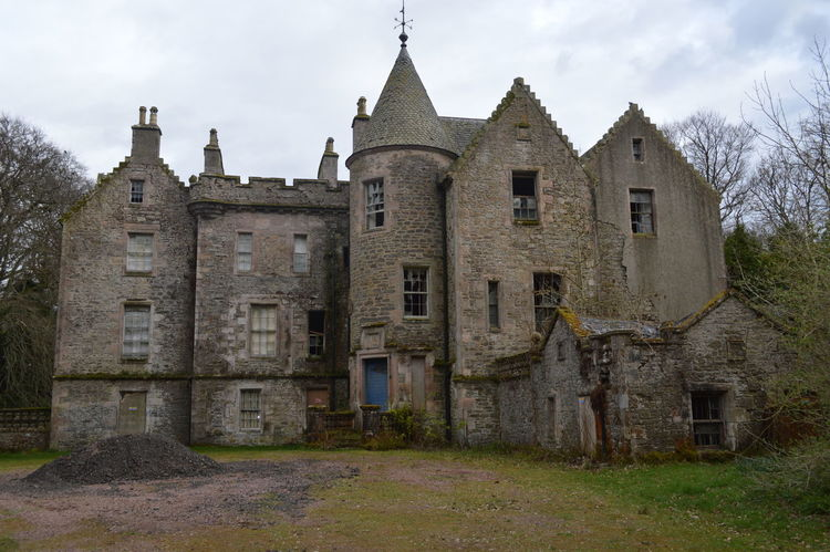 The VERY creepy Carmichael Estate. It's starting to fall apart so I would highly recommend going before its no more! Abandoned Abandoned & Derelict Abandoned Buildings Abandoned Places Architecture Building Exterior Castle Countryside Creepy Day Haunted History No People Outdoors Rural Scene Scotland Sky The Architect - 2018 EyeEm Awards
