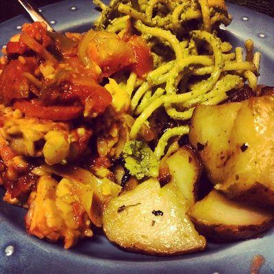 Tempeh Cacciatore, Pesto pasta, roasted pepper and potatoes Whatveganseat Buenavegansocialclub Legalrunners Vegancomfortfood