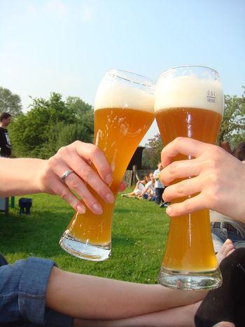Geselligkeit Party Time Weizenbier Unter Freunden Food Photography Geselligkeit Trinking