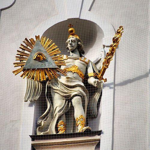 Beautiful Architecture .Statue at the Dreifaltigkeitskirche dreifaltigkeit kirche trinity church .near karlsplatz . Munich münchen bayarn Germany Deutschland . Taken by my SonyAlpha dslr a57. تصميم معمار تمثال كنيسة بافاريا ميونخ المانيا