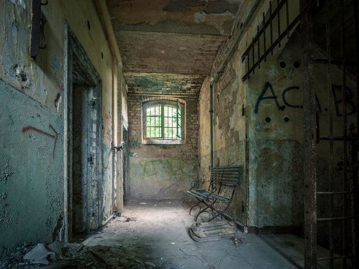 Abandoned Architecture Damaged HDR Indoors  Lattice Bars Lost Places No People Old Ruin Prison Rotting Seat Sitzbank Thuringia Waitingroom Window