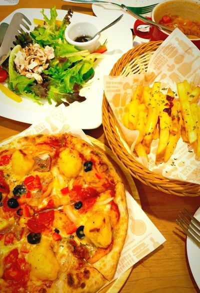 Is yummy,but not my cup of tea. 2016 Hangout Daily Taking Photos Photography Relax Enjoying Life Enjoy Eating Yummy Eat Fat HKFood Food Dinner With Father Pizza Salad Cheese French Fries Take By Lg G5 HongKong TaiPo Tinospizza 大埔 提諾比薩