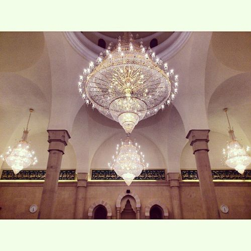 Great Beautiful Chandeliers . Waiting for the Eid prayer at fakieh mosque in mövenpick resort jeddah saudi_arabia saudiarabia. Taken by my sony xperia arc. صلاة العيد عيد مسجد فقيه منتجع موفنبيك جدة السعودية