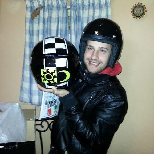 Juanito con el casco de @valeyellow46 que le hemos regalado JuanitoBDay