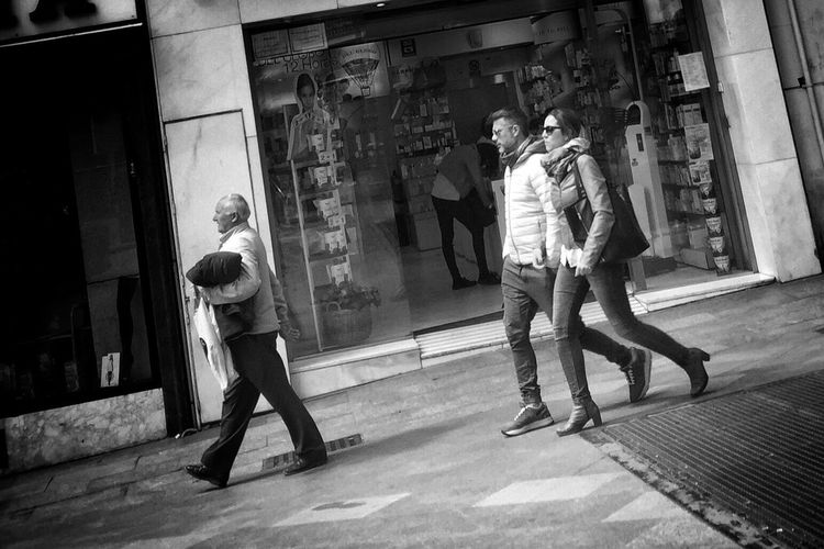 Monochrome Madrid Streetphotography_bw Streetphotography Blancoynegro Blackandwhite Enjoying Life Street Life Street Streetphoto_bw High Contrast Contrast Walking Around