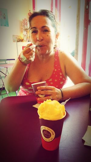 délicieuses ces glaces ! - Pastèque 👍 - Cerise citron vanille rhubarbe👍 - Orange safran👍 - Mangue curcuma👍 Ice Cream Enjoying The Sun Colors Of My Life Enjoying Life The Places I've Been Today Holiday POV Yummy Nicecream Heartbeat Moments Summer2015