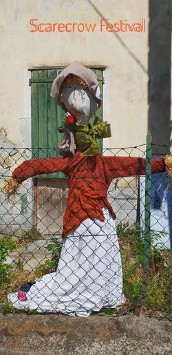 Scarecrow Festival EyeEm Selects Red Color Scarecrow Scarecrows Scarecrow Festival Scarecrow...👒🌾 Scarecrow_contest EyeEm Best Shots Eye4photography  EyeEm Gallery EyeEmBestPics EyeEm Fence Clothes Dressed Up Female Likeness Full Length Architecture Street Art Female Likeness