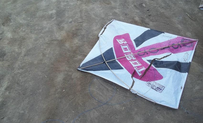 Layangan Suwek Kite Kites Layangan Toys Break Close-up Communication Day Flying Kite High Angle View Kite - Toy Kite Flying Layang-layang Layanganbali Layanganteam Layanglayang No People Outdoors Paper Toy