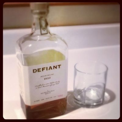 What my Dad leaves out on the counter for me when I come home. Whisky Singlemalt Defiant Local nom