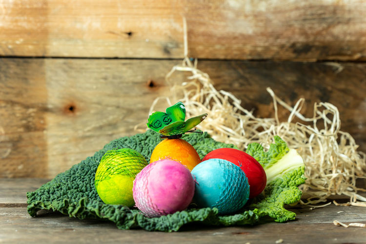 happy Easter Breakfast Frühstück Gesundheit Healthy Lifestyle Egg Eggs Egg Hunt Tradition Springtime Sprig Bright Colors Multi Colored Easter Rustic Wood - Material Table Easter Egg Close-up Green Color Pastel Colored Eggshell Animal Egg Boiled Egg