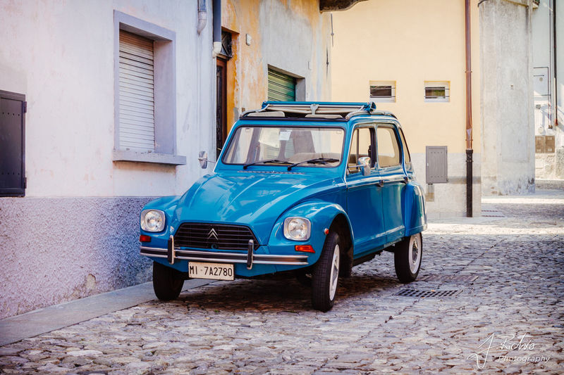 Architecture Blue Building Exterior Built Structure Day Land Vehicle Mode Of Transport No People Old-fashioned Outdoors Retro Styled Stationary Street Transportation Citroen Dyane
