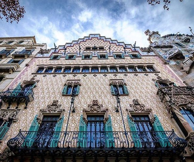 The house next to the Casa Batllo in Barcelona. Loves_architecture Art_chitecture Rsa_architecture Architectureporn Archilovers Arkiromantix Tv_buildings Minimal_lookup Lookingup_architecture Sky_high_architecture Travelgram Seetheworld  Traveltheworld Instatravel Tv_travel Traveldeeper Passionpassport Bestplaces_togo Igworldclub Ig_worldclub Exploringtheglobe Lonelyplanet Theglobewanderer Instabarcelona Ig_barcelona igersbarcelona igbarcelona igespana igersespaña