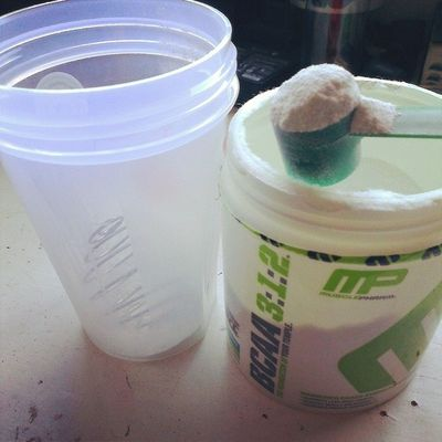 """Getting my double scoop """"Branched Chain Awesome Appetizer"""" ready...lets hit the Gym ! XD Bcaa AsweatAday Tgif fitness"""