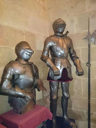 Unas Armaduras Medievales para los Torneos Medievales en una sala del Alcázar Segovia