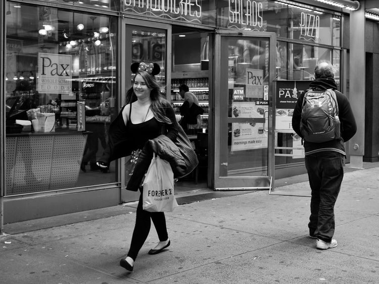Minnie walking in the streets of New York. USA New York 42nd Street Minnie Street Day Street Photography X100t Fujifilm Black And White