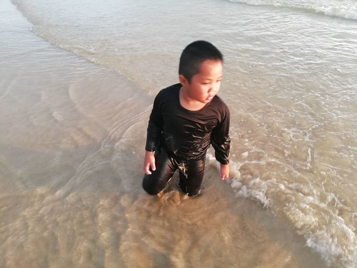 Children enjoy on summer trip 2019,หาดเจ้าหลาว Achi2019 Water One Person Real People High Angle View Lifestyles Motion Leisure Activity Waterfront Child Childhood Casual Clothing Nature Boys Males  Men Three Quarter Length Day Outdoors
