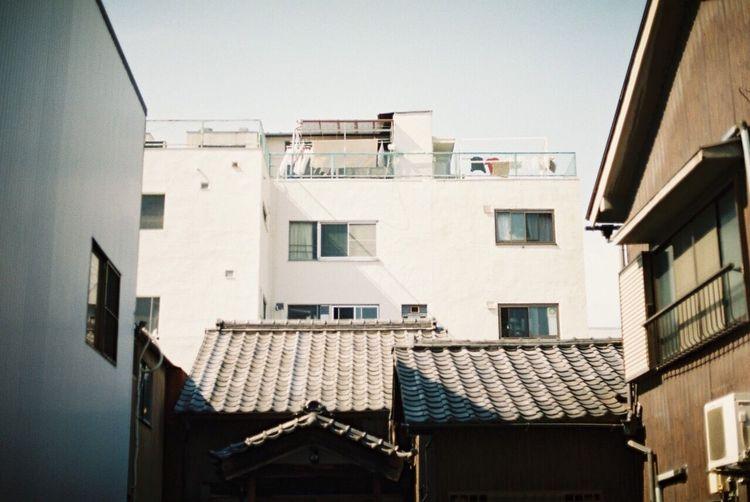 大須🏮にて Film Canonae1 Canon_photos フィルム Film Photography Canon 洗濯物が揺れてる アパート Apartment 空