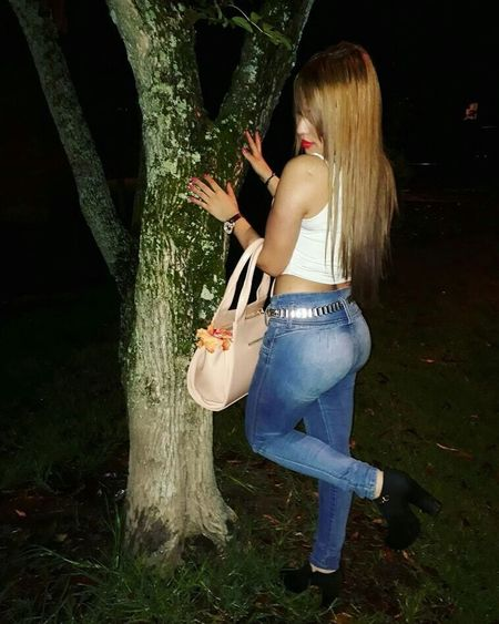 Body Curves  Hairstyle Nature Love <3 Hermosa❤ MUJERES❤👠💄👑 Heysexybody Cabello 💕🙈👌 ILoveColombia  Looking At Camera Queen👑 Beauty In Nature Naturaleza🌾🌿 Rosaroja Naturaleza Fascinante Naturaleza🌵🌻🎶 Rose - Flower Beautiful Woman My Eyes Buenasnoches✌ Frutas Rojas Rosas Rocío Hojas Plantas