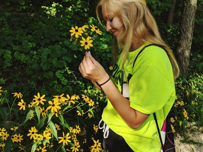 Smell the pollen❤️ Model Green Blurred Background Simple Backgrounds Sun Summer person Tree Day Woman Girl Young Adult Young Women Beauty In Nature Beauty Beautiful Flower Flower Head Blond Hair Child Smiling Yellow Happiness Leaf Flowerbed Sunflower Pretty Posing