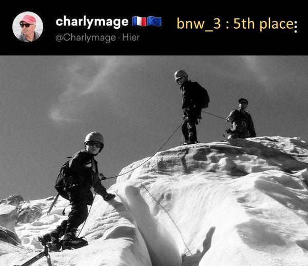Bravo Charlie pour la fraîcheur de ta photo glaciaire. J'aime cette solidarité que symbolise la corde qui relie et assure les trois alpinistes débutants. Ta photo nous élève vers les sommets. Merci. Bnw_3 Bnw_friday_eyeemchallenge