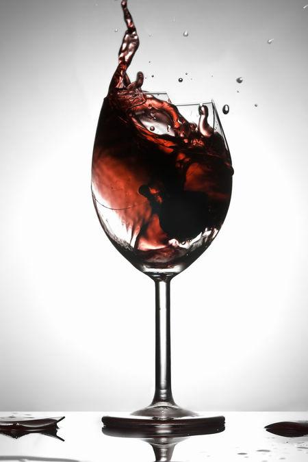 Redwine Alcoholic Drink Shiraz🍷 Broken Glass Bicchiere Di Vino Liquid Drink Broken Vino Vino Rosso Still Life StillLifePhotography Photoshoot