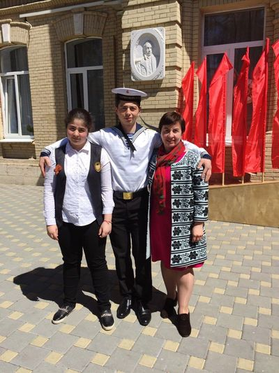 Taking a photo with my family after The Second World War Performance by the way, I dressed Russian sea army's uniform