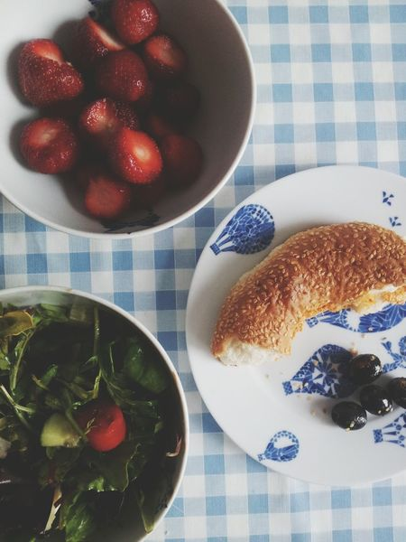 Food Foodporn Lunch Strawberries Salad Olives Bread Foodlover Sesame Healthy Eating Healthy