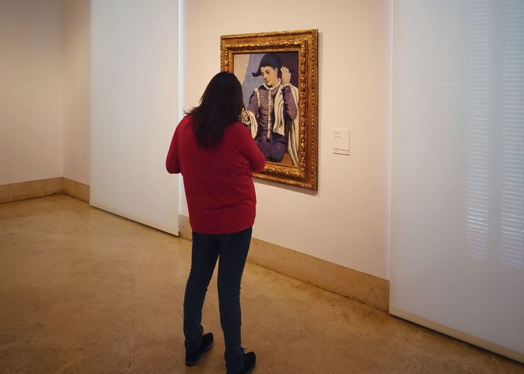 One Person Looking Indoors  Standing Museum Madrid Thyssen Bornemisza Museum Masterpiece Oil Painting Art ArtWork Modern SPAIN Posing Visiting Visiting Museum Picasso Pablo Pablo Picasso Real People Casual Clothing Young Women Young Adult Tourist Attraction  Exhibition Brush Stroke Modern Art Art Museum Artist's Canvas Oil Paint