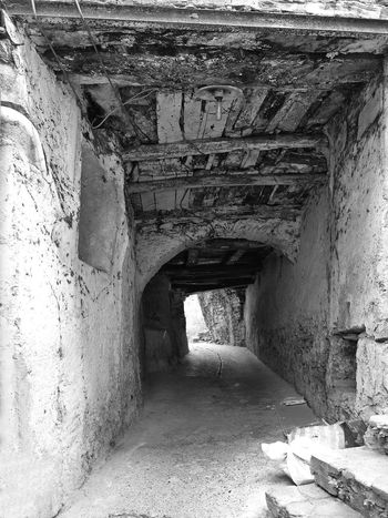 Glimpse of an underpass Black & White Italia Old Town South Italy Underpass Architecture Black And White Black And White Photography Built Structure Calabria Glimpse No People The Way Forward Travel Destination Verbicaro