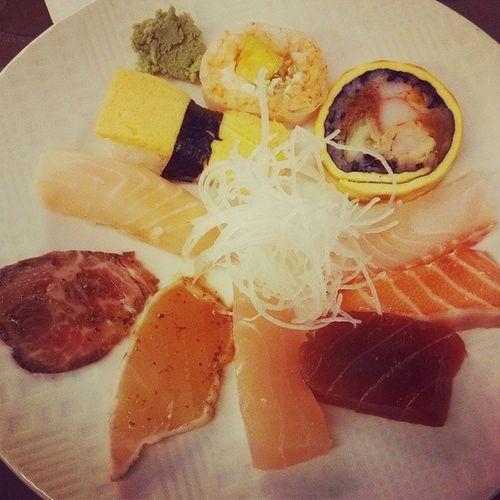 高雄, 饗食天堂, 壽司, 生魚片 ? 硬是要擺盤 ??