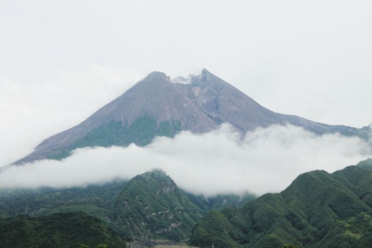 Mount Merapi Center Java Merapi Volcano Tea Crop Mountain Fog City Forest Social Issues Sky Cloud - Sky Volcano Active Volcano Volcanic Activity Erupting Volcanic Rock Lava Volcanic Landscape Volcanic Crater
