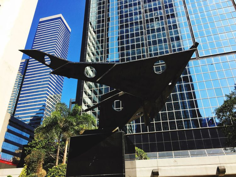 Building Exterior Low Angle View Architecture Iphonephotography Iphoneonly IPhoneography IPhone IPhone Photography Discoverhongkong Hong Kong Tsuistyle Photography HongKong Hkig Discover Your City Sculpture Sculpture In The City Lines And Shapes Lines, Shapes And Curves LINE EyeEmNewHere