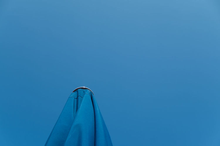 Bluemonday Abstract Blue Blue Monday Bluemonday Clear Sky Diminishing Perspective From My Point Of View Low Angle View Minimal Minimalism Minimalist Minimalistic Minimalobsession Monochromatic Outdoors Part Of Simplicity Sky Fine Art Photography Color Palette Project Blue