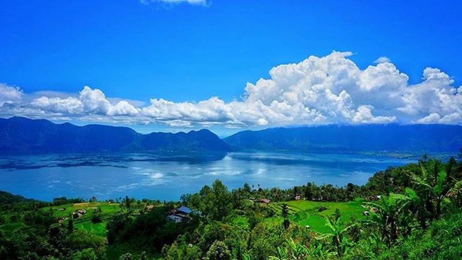 The beauty of Danaumaninjau Danaumaninjausumaterabarat INDONESIA Bukittinggi Skyblue SkyClouds Skyporn Sky Skylovers Lake