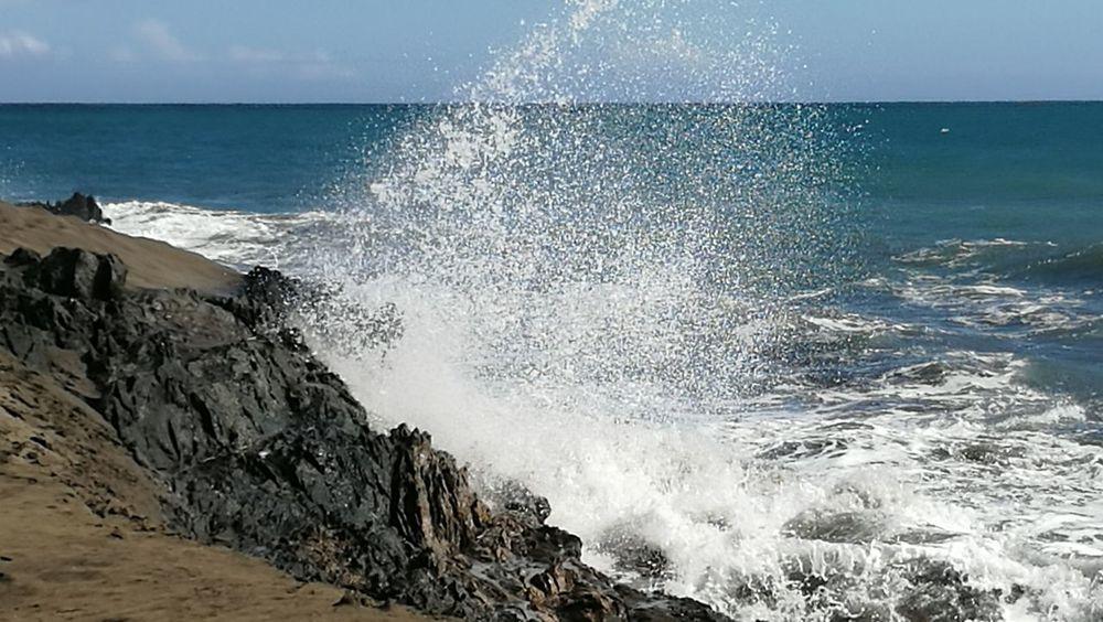 Sea Wave Horizon Over Water Beach