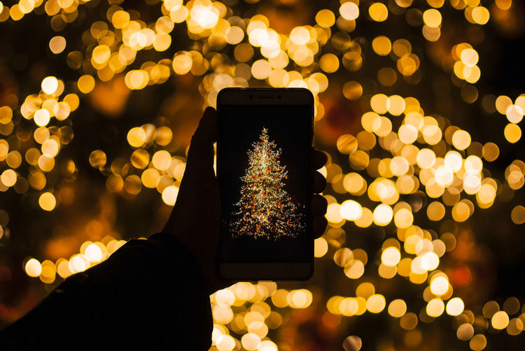 Human Hand Smart Phone Illuminated Portable Information Device Communication One Person Photography Themes Photographing Close-up Night Focus On Foreground Outdoors Lens Flare Finger Bokeh Bokeh Photography Xmas Christmas Decoration Christmas Lights Xmas Tree Bokehlicious Lights Defocused Background Bokeh Lights Holiday Moments Capture Tomorrow