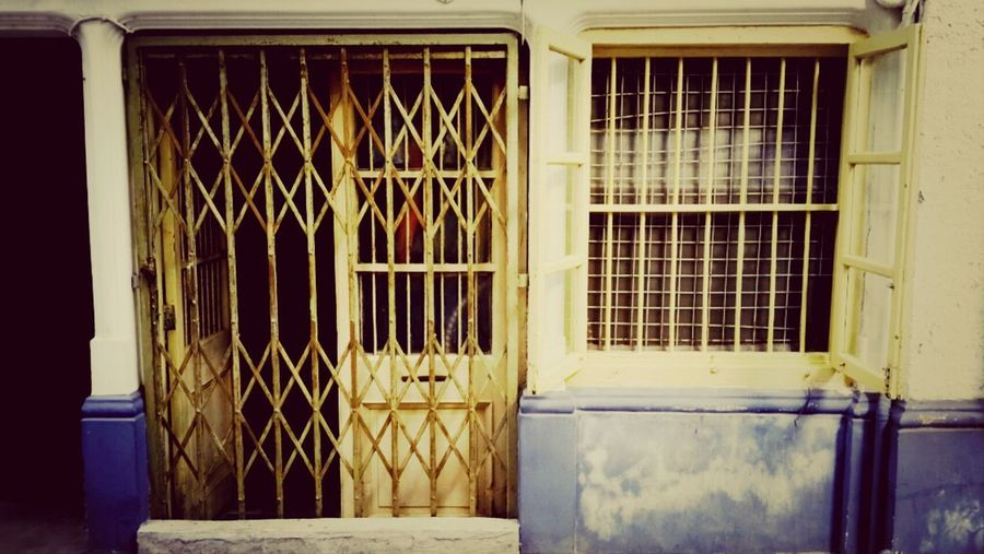 The Old apartment in Shameen. The old still lives here. Traveling Architecture Photography