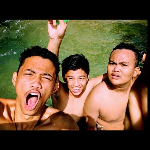 Angkat tanganmu shagy!!! :D Together Holiday FriendZone Memories Jump Fun GetYourLife Boys Instagood Dreamlake Staystrong Happiness NeverForget @world_travelers11