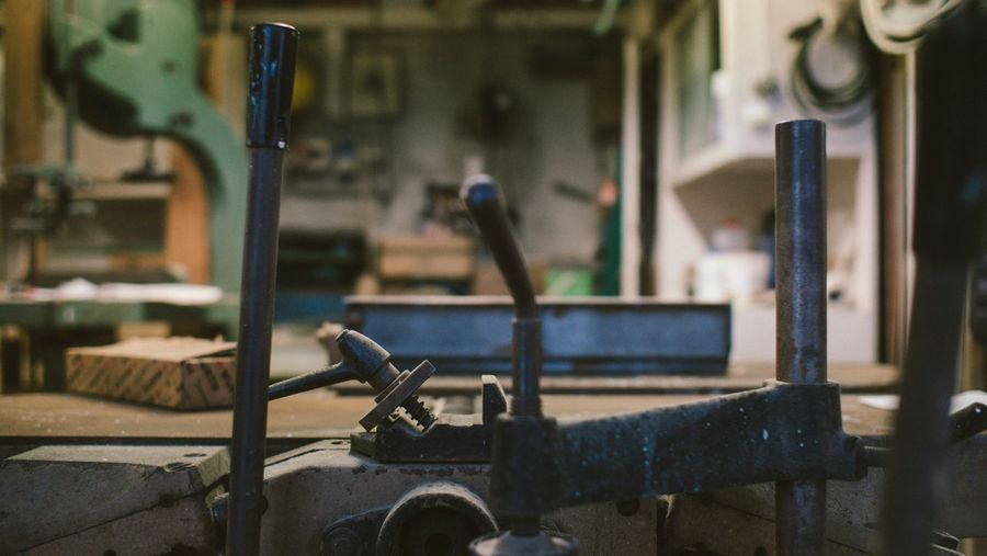 Il labotario nascoto - The Hidden workshop Italia Hidden Places Mysterious Place Steel Surface Steel Tools Metallic Surface Vintage Work Tools Vintage Workshop Metallic Workshop EyeEm Selects Focus On Foreground Indoors  Incidental People Technology Land Vehicle Transportation Equipment Metal Close-up