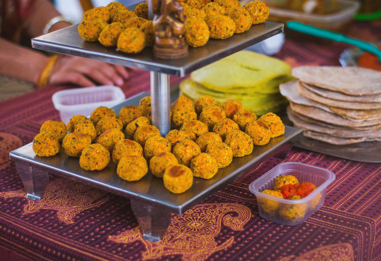 Vegan food on a food market stand. Food And Drink Food Freshness Market Indian Food Vegan Vegetarian Food Veggie Balls DIP Sauce Exhibitor Food Market Tree Healthy Eating Lifestyles Vendor Tasty Delicious Bread Crumbs