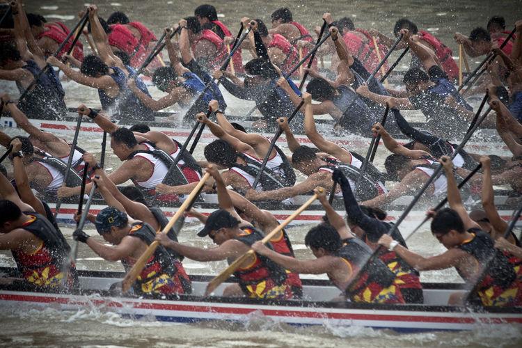 Regatta Crowd Dragonboat Fun Large Group Of People Leisure Activity Paddle Regatta River Singapore Sport Watersports