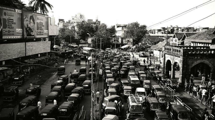 Chaos at every moment . Traffic City Street City Life Outdoors Vehicle Street Transportation Car Mode Of Transport MumbaiDiaries Mumbaikar Bandrastation BandraStreets Bandradiaries First Eyeem Photo