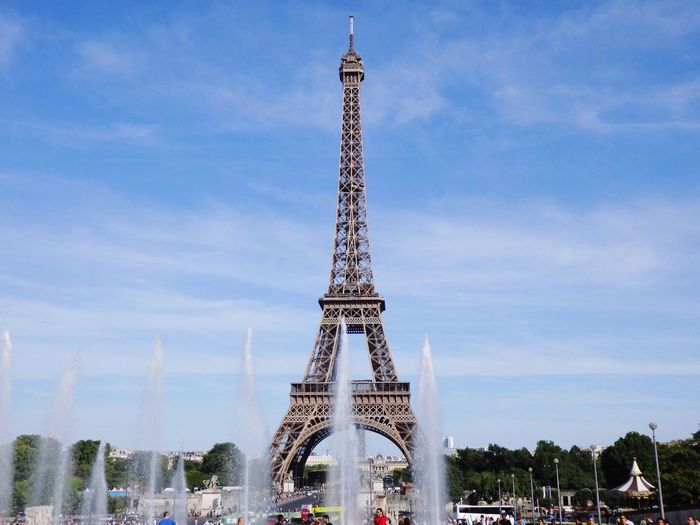 I love Eiffel tower! Hello World City Of Lights Enjoying Life NiceShot Nice View Travel Destinations Beautiful View Eiffel Tower With Fountain Eiffel Tower♥ France Europe Trip Landscape