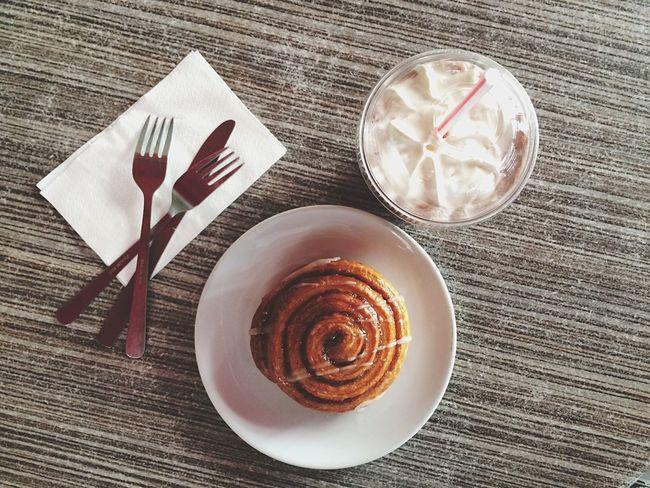 My snack this afternoon ?? Snack Afternoon IPhone Photography Foodphotography Food Cinnamon Roll  Coffee Shop Chocolate Milkshake Chocolate Milkshake