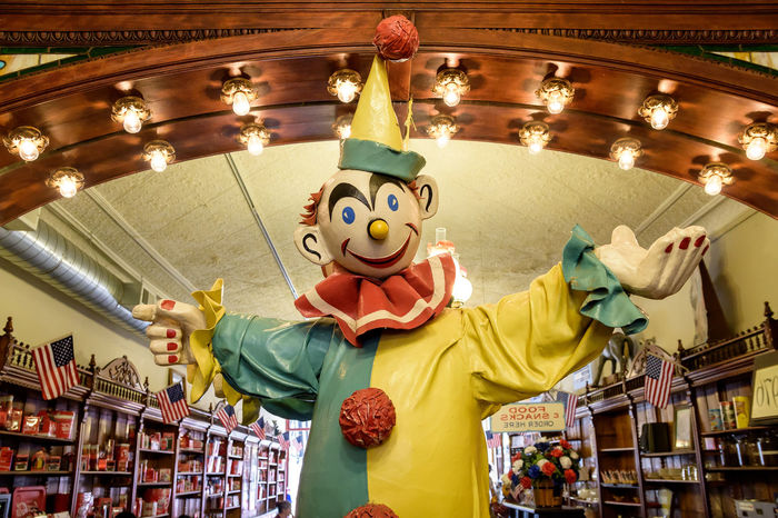 I see clowns. Clowns Art And Craft Indoors  Statue No People Candyshop Indoors  Funny Faces Galena Galena, Illinois