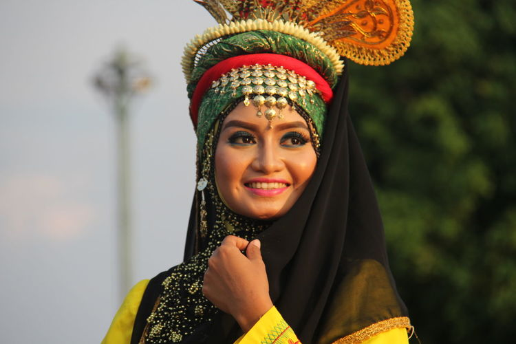 They are dancers from Aceh Province in Indonesia who was came to capital for danced with 6.600 dancers in Taman Mini Indonesia Indah, Jakarta. Aceh, Indonesia Asian Girl Casual Clothing Culture Dancers Enjoyment Front View Fun Happiness INDONESIA Indonesian Culture Leisure Activity Lifestyles Outdoors Portrait Smiling Tradional Dancing Traditional Clothing Traditional Culture Traditional Dancer First Eyeem Photo