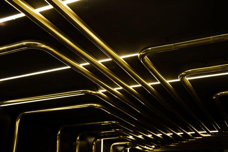 Tubería de sonidos sin sentido Gold Colored Illuminated Metal Pattern Pipe Pipe - Tube Shiny Transportation Yellow